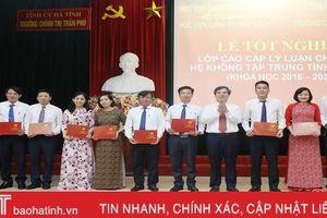Trao bằng tốt nghiệp Cao cấp Lý luận chính trị cho 89 học viên Hà Tĩnh