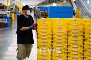 Amazon ra mắt xe đẩy thông minh nhằm hạn chế lây nhiễm COVID-19