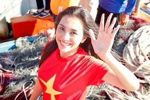 Hoa hậu Tiểu Vy chia sẻ xúc động với ca mổ cặp song sinh dính liền nhau