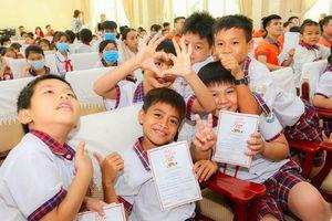 Hanwha Life Việt Nam trao tặng 1.000 phần quà cho trẻ em bị ảnh hưởng bởi COVID-19