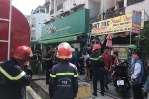 Giải cứu 6 sinh viên mắc kẹt trong đám cháy tại quận 9