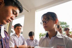 Đề thi Tiếng Anh dễ, một số thí sinh chỉ mất 15 phút làm bài