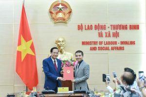Trao quyết định bổ nhiệm ông Phạm Tuấn Anh làm Tổng Biên tập báo điện tử Dân trí