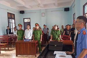 Lĩnh án 12 tháng tù do chống người thi hành công vụ