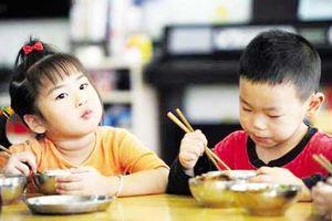 4 thói quen kinh điển 99% bà mẹ mắc phải, khi cho con ăn cơm khiến bé dễ mắc bệnh dạ dày hại sức khỏe
