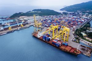 Kim ngạch xuất khẩu vượt 240 tỷ USD