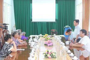 Đoàn đại biểu Quốc hội tỉnh Khánh Hòa thăm, tặng quà các gia đình chính sách tiêu biểu huyện Khánh Sơn