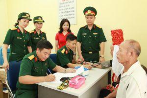 Khám bệnh, phát thuốc miễn phí cho đối tượng chính sách ở Đầm Hà