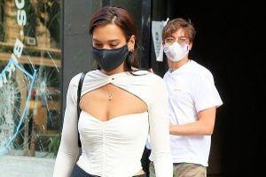 Dua Lipa diện áo cut-out thu hút trên phố