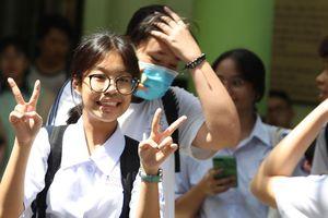 Thí sinh TPHCM 'than khó' với đề thi môn Toán tuyển sinh lớp 10