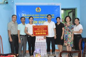 Hỗ trợ kinh phí sửa chữa Mái ấm Công đoàn cho cô giáo Trường Mầm non Sao Sáng