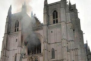 Pháp: Cháy lớn tại nhà thờ từ thế kỷ 15