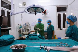 Bệnh nhân nhập viện cấp cứu do miếng thịt vịt mắc kẹt ở thực quản