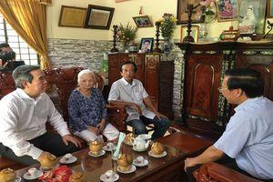 Đồng chí Nguyễn Văn Bình làm việc tại Bến Tre