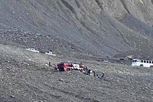 Canada: Lật xe buýt tham quan sông băng, 3 du khách thiệt mạng