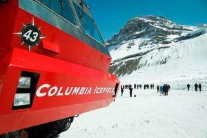 Lật xe buýt chở khách tham quan sông băng tại Canada