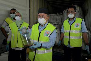 Malaysia phối hợp cùng Interpol điều tra lô hàng 'khủng' 110 container chất thải độc hại