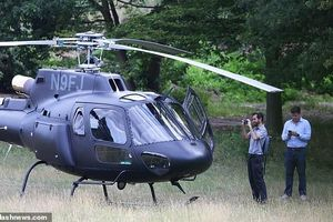 Tom Cruise tự lái trực thăng đi ăn trưa