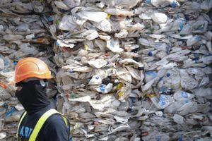 1.800 tấn rác độc đi lạc tới Malaysia