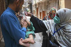 Pakistan nối lại chiến dịch uống vaccine phòng bại liệt