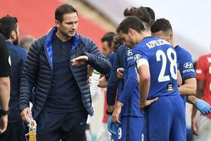 Ai còn chê Lampard 'non tay'?