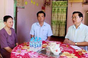 Lãnh đạo tỉnh Đồng Tháp thăm và tặng quà gia đình chính sách, NCC trên địa bàn