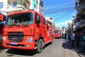 Gần 200 người diễn tập chữa cháy trong hẻm nhỏ, dân cư đông đúc