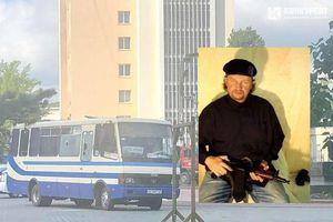Một đối tượng dọa cho nổ xe buýt với 20 hành khách là con tin ở Ukraine