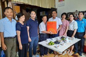 Lãnh đạo quận Hoàn Kiếm, Hà Nội thăm hỏi gia đình chính sách tiêu biểu
