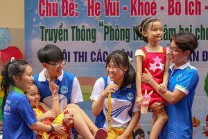 Chiến sĩ 'Mùa Hè Xanh' trường ĐH Sài Gòn hưởng ứng Ngày hoạt động cao điểm