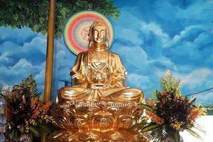 Tượng Phật dát vàng, nặng 2 tấn ở chùa Phổ Môn thành phố Vinh