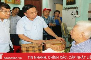 Bí thư Tỉnh ủy thăm hỏi, tặng quà gia đình thương binh, liệt sĩ ở TP Hà Tĩnh