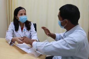 Bệnh viêm cột sống dính khớp nguy cơ tàn phế nếu không điều trị sớm
