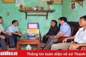 Phó Chủ tịch Thường trực HĐND tỉnh Phạm Thanh Sơn thăm gia đình chính sách tại Hậu Lộc và Như Thanh