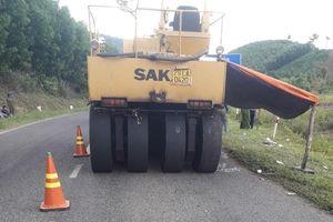 1 công nhân làm đường bị xe lu tông tử vong