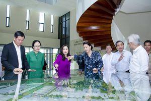 Chủ tịch Quốc hội Nguyễn Thị Kim Ngân làm việc với Tổng Công ty Tân Cảng Sài Gòn và Công ty CP Thanh Bình - Phú Mỹ