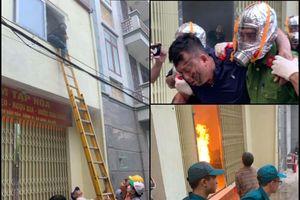 Hà Nội: Cứu 4 người bị mắc kẹt trong đám cháy giả định ở Cống Vị