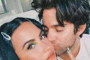 Nữ ca sĩ Demi Lovato bất ngờ thông báo đính hôn