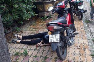 Thanh niên gục chết cạnh xe máy là sinh viên, từng bị đâm cách đây 1 tháng