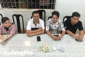 Bắt nhóm đánh bạc trong quán cà phê