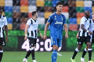 Thua sốc đối thủ lo trụ hạng, Juventus sắp mất ngôi Serie A
