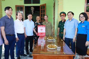 Bí thư Tỉnh ủy thăm, tặng quà các gia đình chính sách nhân kỷ niệm 73 năm ngày Thương binh Liệt sỹ