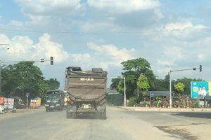 Vĩnh Phúc: Khiếp vía với đoàn xe chở vật liệu san lấp cho dự án Khu đô thị TMS Đầm Cói