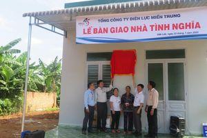 PC Đắk Lắk: Bàn giao nhà tình nghĩa cho hộ nghèo, gia đình chính sách
