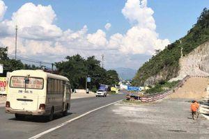 Đường lánh nạn 'cứu' xe khách mất phanh đang chở 30 hành khách trên QL6