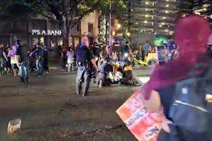 Đoàn 100 người biểu tình bị nã đạn ở Mỹ, 1 nạn nhân tử vong