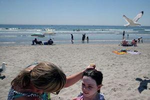 Dùng kem chống nắng cho trẻ em, cha mẹ hay mắc các lỗi này