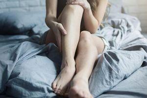 Không thể kiểm soát được 2 chân, lúc nào cũng có cảm giác muốn di chuyển: Hội chứng này ảnh hưởng đến sức khỏe thế nào?