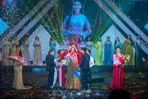 Nữ sinh Võ Thị Ý Nhi đăng quang Hoa khôi Đại học Huế 2020