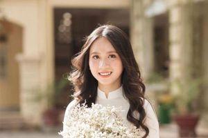 Vẻ đẹp thướt tha của nữ sinh THPT Việt Đức trong tà áo dài